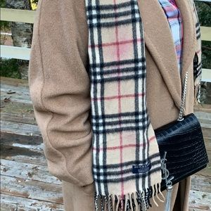 📌 Burberry Classic Vintage Check Cashmere Scarf
